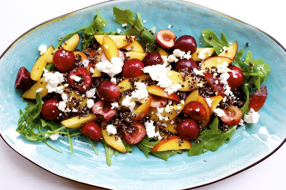 quinoasallad med körsbär och nektarin