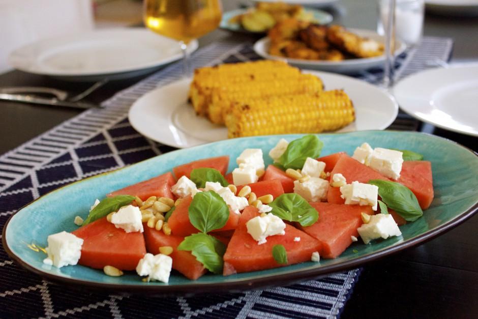 vattenmelon med fetaost och pinjenötter