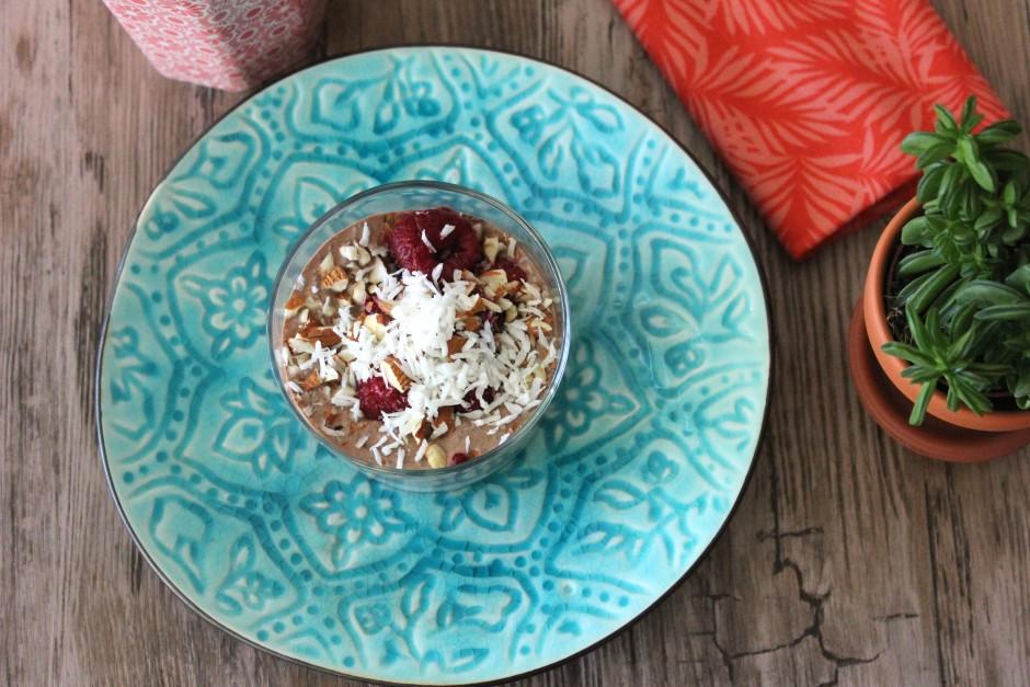 chiapudding med kokos, choklad och hallon