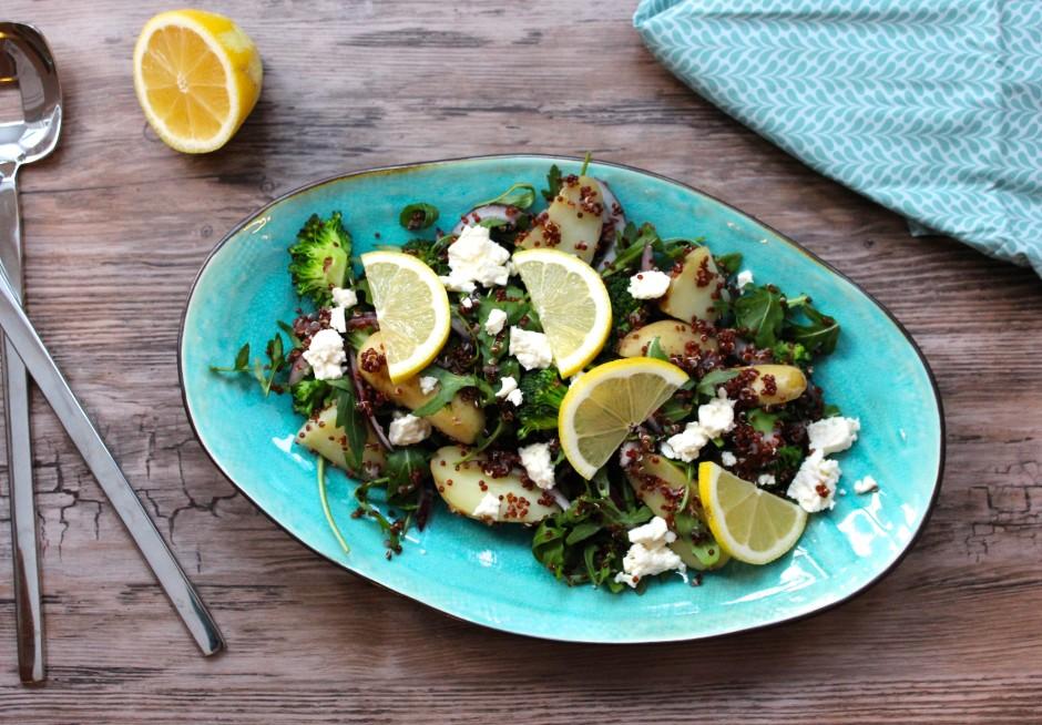 quinoasallad med potatis, fetaost och grönsaker