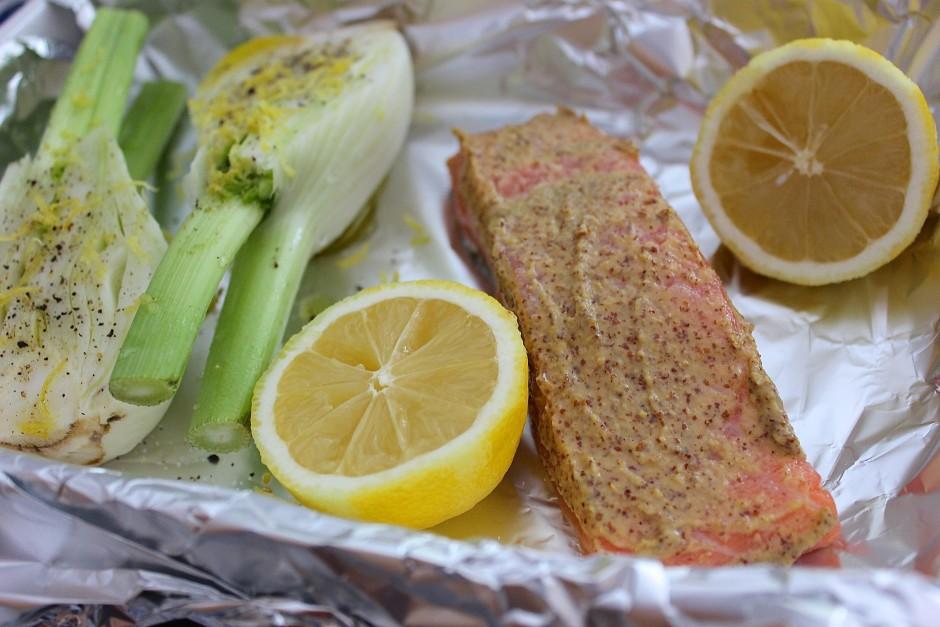 Lax i ugn med grovkornig senap och fänkål