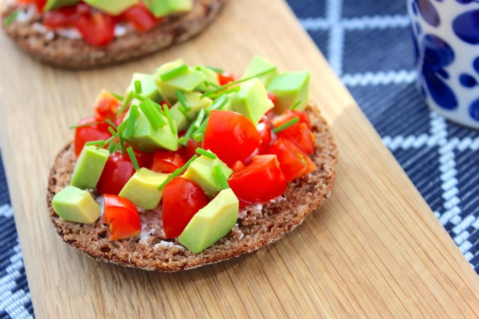 Rostade Rågkusar med avokado, tomat och Philadelphiaost
