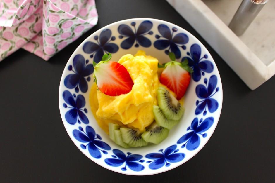 Nyttig mangoglass med ingefära, mangoglass på endast naturliga ingredienser
