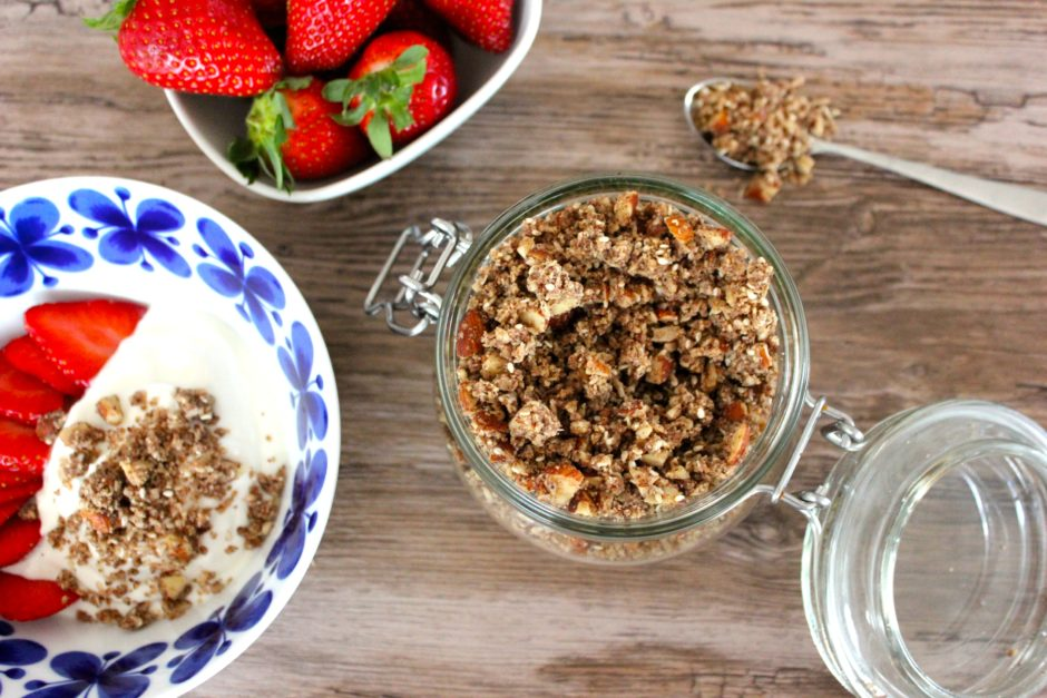 sockerfri granola med mandel och kanel, lchf