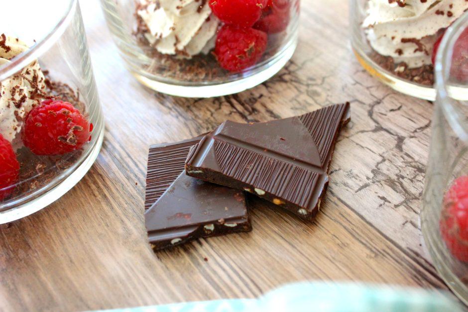 Mascarponekräm med hallon och mörk choklad, lchf