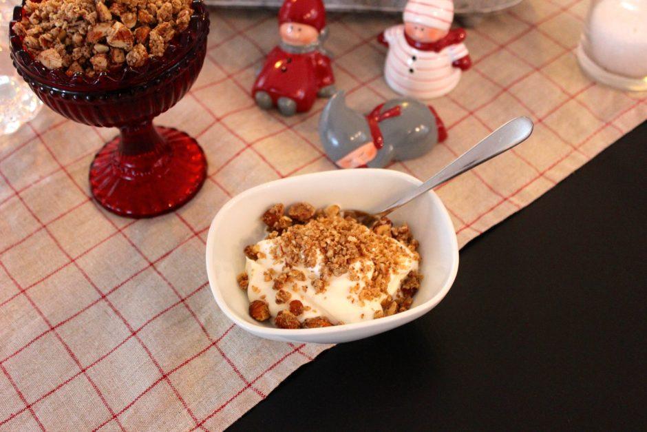 rysk yoghurt med pepparkaksgranola, lchf