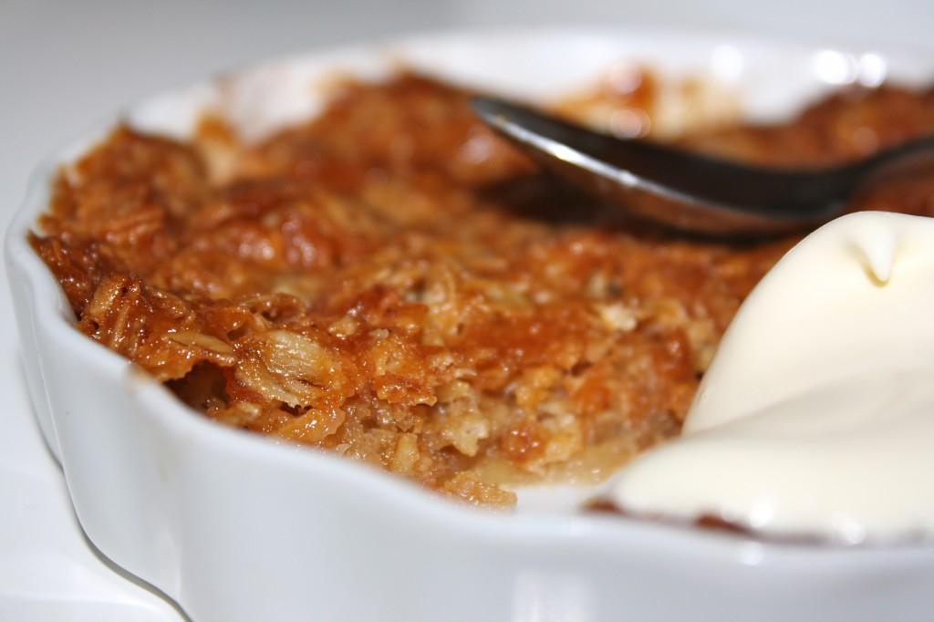knäckig äppelkaka med sirap