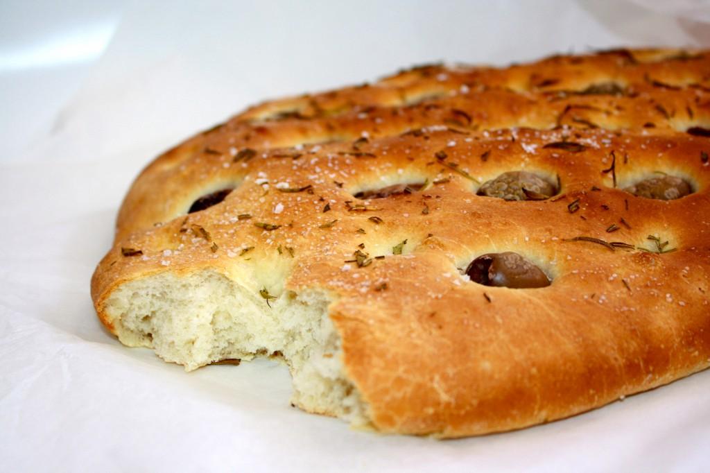 focaccia med oliver och rosmarin