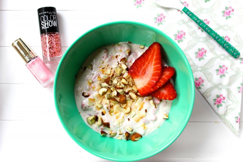 turkisk yoghurt med jordgubbar, jordgubbsglass, nyttig glass