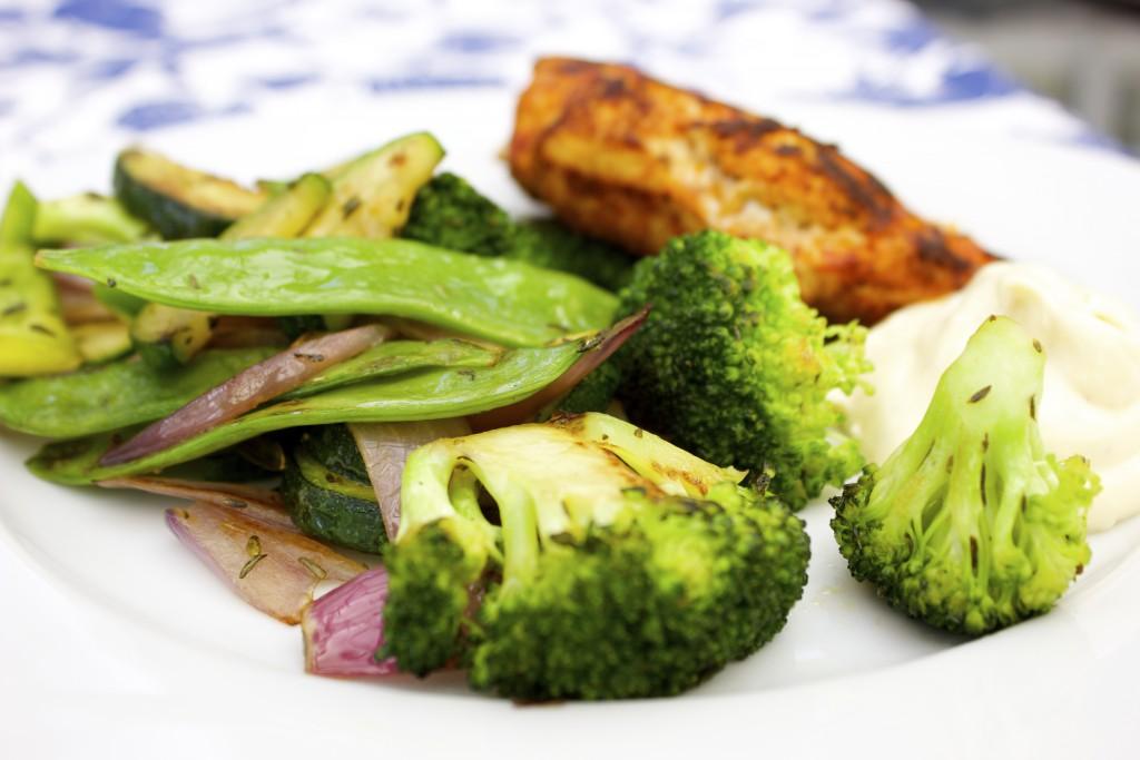 kyckling med varma grönsaker och fuskaioli