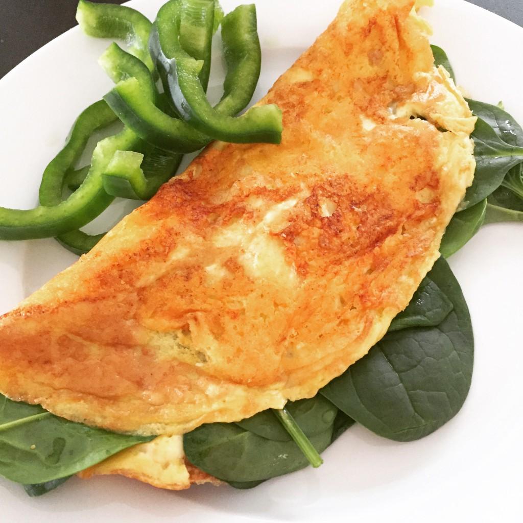 Ostpanerad omelett med spenat