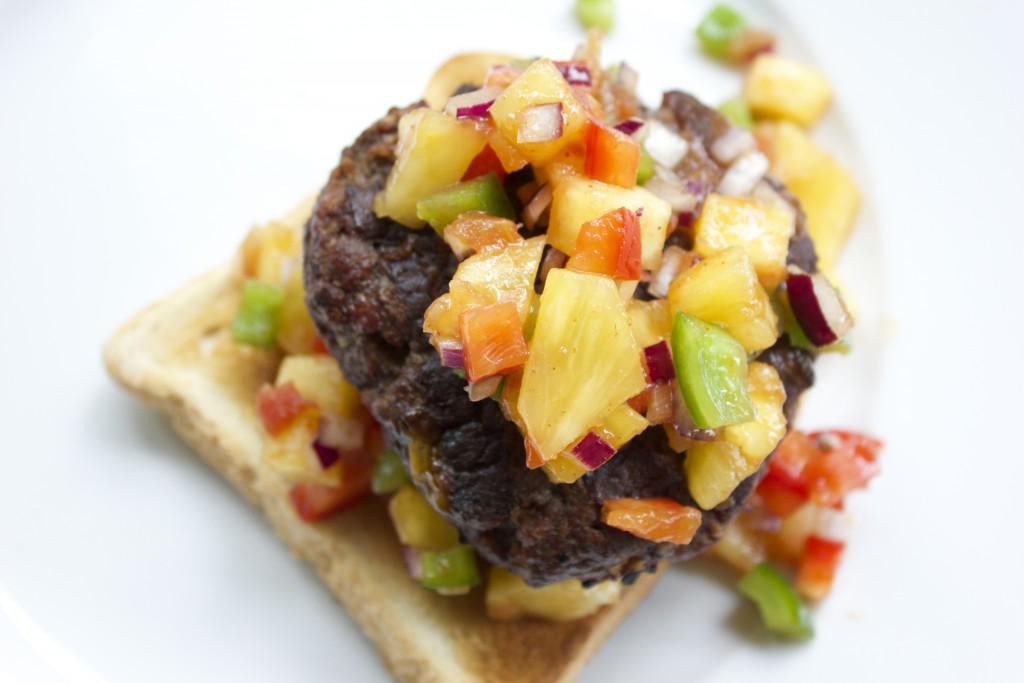 köttfärsbiff med ananassalsa