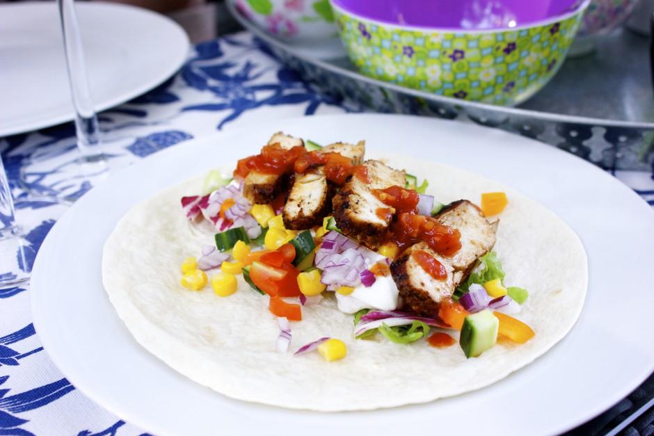 tortilla med grillad jycklingfilé taco