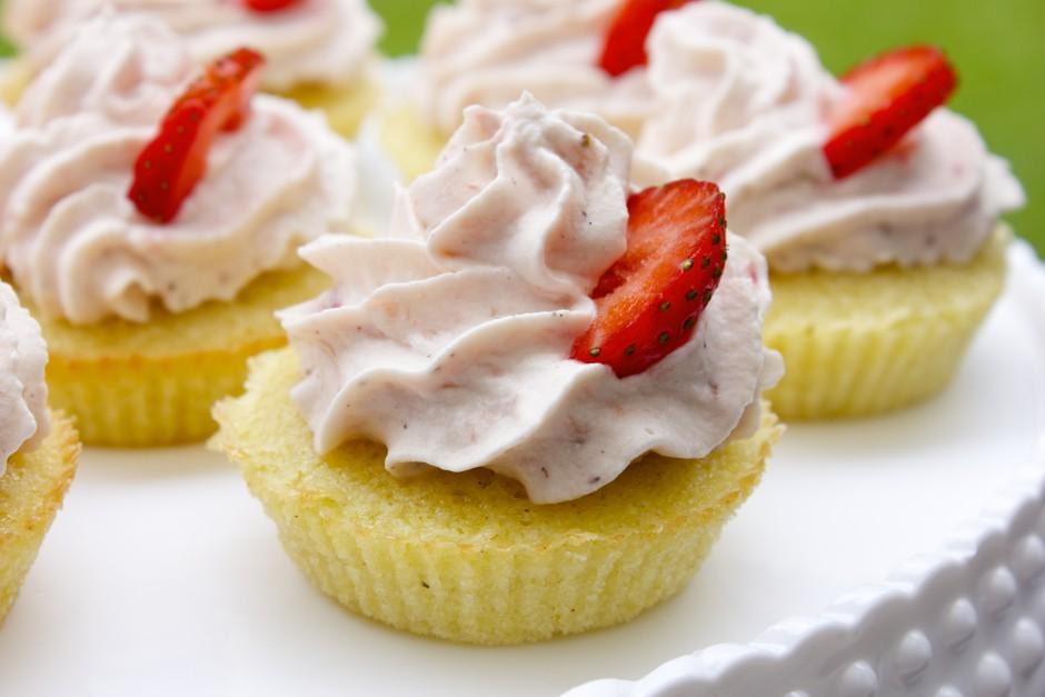 muffins med jordgubbsgrädde