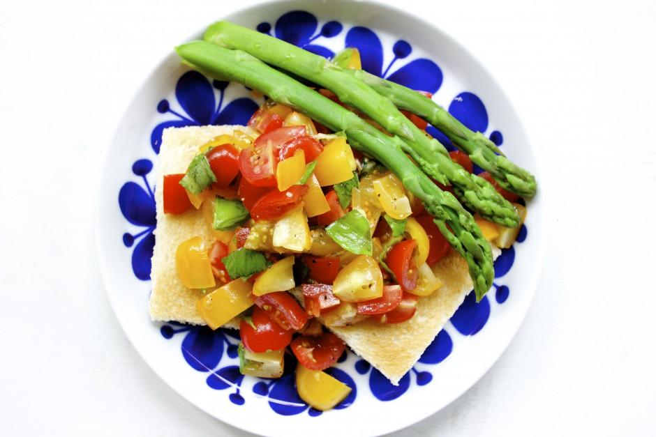 tomatsallad med sparris