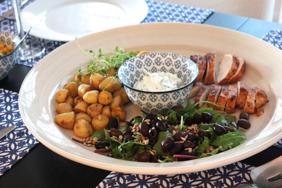 stekt potatis med kyckling och tzatziki