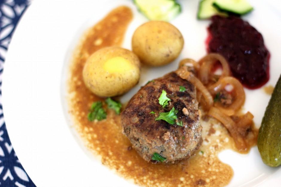pannbiff med löksky och kokt potatis