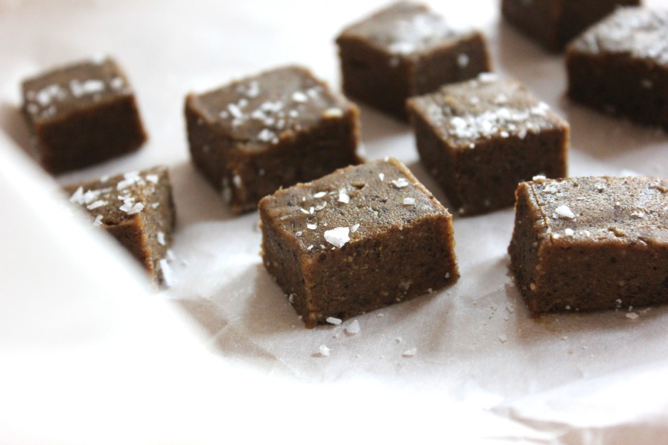 Raw lakritsfudge av dadlar