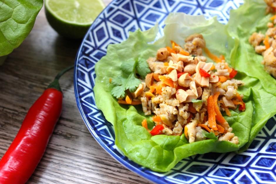 kycklingfärs med asiatiska smaker i salladsblad