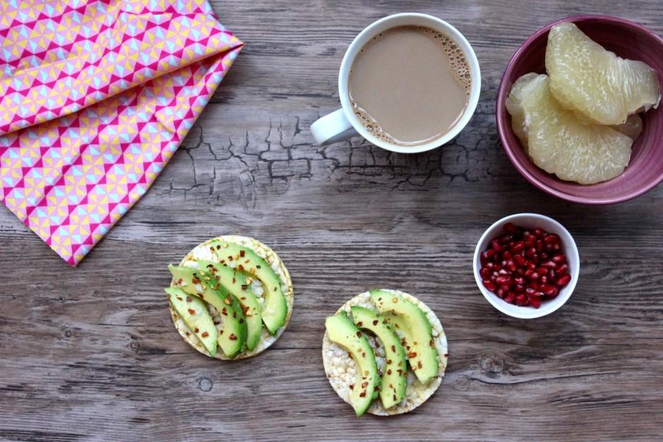 friggs majskakor med avokado, chiliflakes och flingsalt