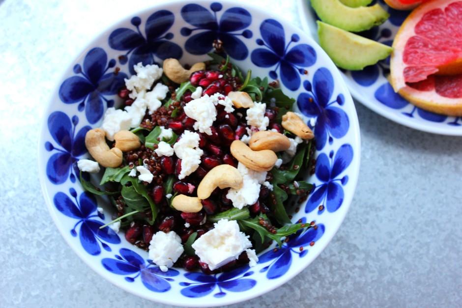 quinoasallad med fetaost och cashewnötter