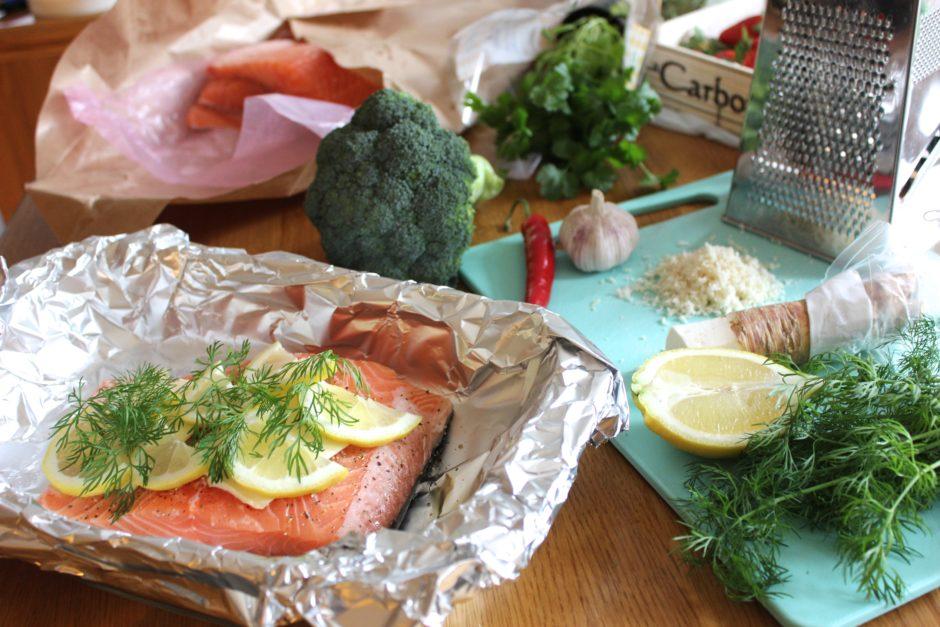 lax med dill och vitlöksfräst broccoli och pepparrotssås, lchf
