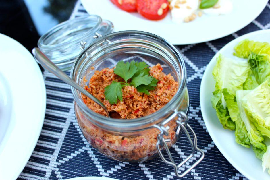 Valnötsröra med paprika och sambal oelek, lchf